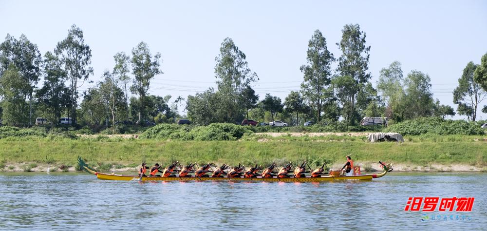 拉力赛小插曲:龙舟队舵手意外落水,他们划桨进击