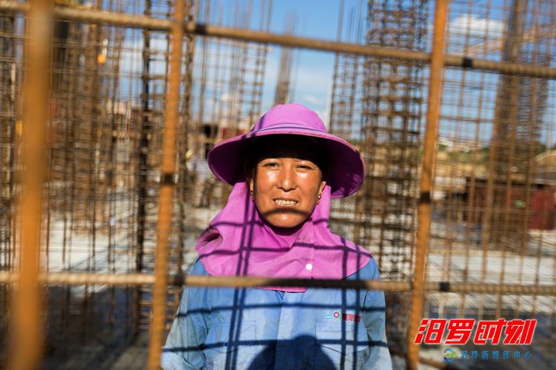 【高温下的劳动者】女钢筋工:大汗淋漓9小时 最怕下雨没收入