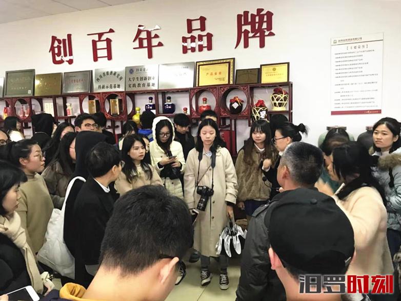为毕业设计选课题,湖南农业大学两百余师生来屈子祠镇调研