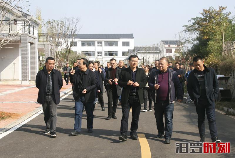 市国土资源局赴华容君山考察规范村民集中建房工作
